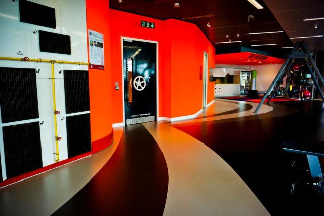 top 5 des bureaux les plus geek dans le monde autour. Black Bedroom Furniture Sets. Home Design Ideas